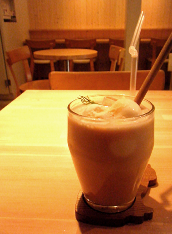 『moi cafe(モイ カフェ)』のアイスキャラメルクリームティー