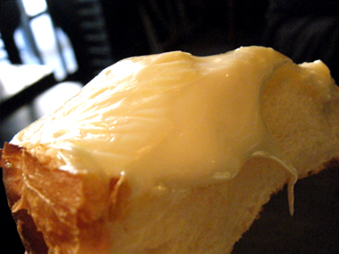 『茶房 武蔵野文庫』のチーズトースト