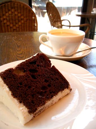 『ラ・クール・カフェ』のチョコレートシフォン