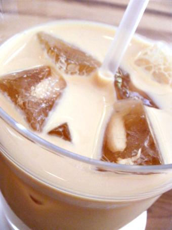 『茶の愉』のミルクティー