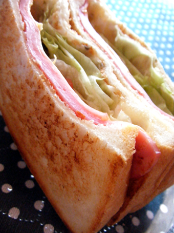 『The Pantry(ザ・パントリー)』のハムとチーズサンド