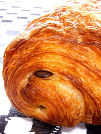 『ドゥー パティスリー・カフェ』のパン オ ショコラ