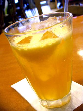 『アフタヌーンティー・ティールーム』のオレンジジュース