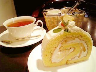 Beau Clair ケーキセット(ふわふわ桃のロールケーキ+紅茶)
