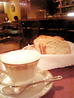 十一房珈琲店 カフェオレ+飛騨高山ローフパン