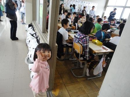 2011.4.23 小学校授業参観2人 (6)