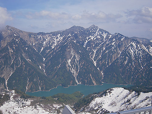 黒部平と黒部ダム湖