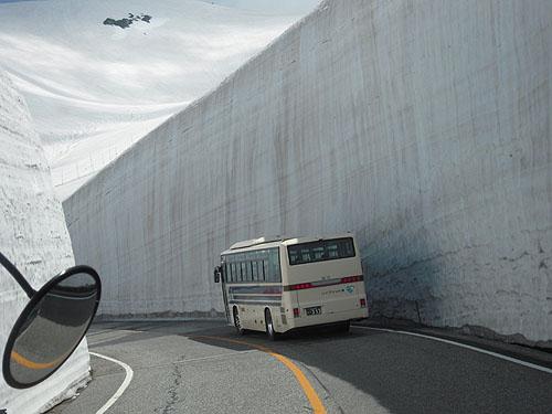 6月の雪の壁13m(2011)