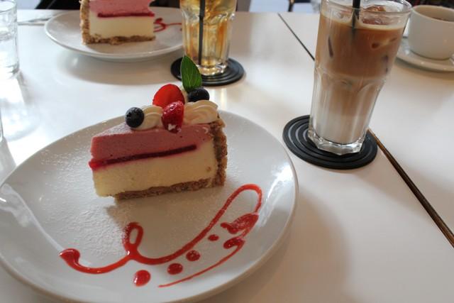 木苺とカシスのチーズケーキ