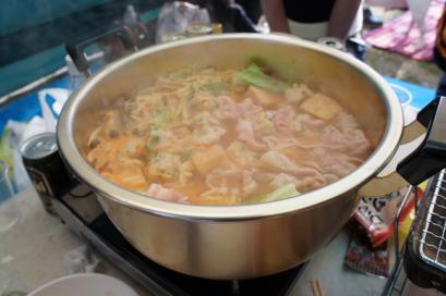 今年は鶏肉団子入りキムチ鍋