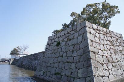 石垣の鋭角がカッコいい。