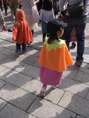 パレードに参加する第一子