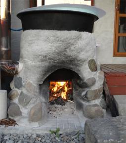 薪が燃える五右衛門風呂