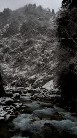 渓谷雪景色