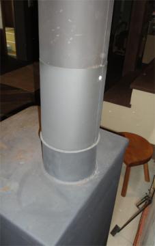 煙突とストーブの接合部分