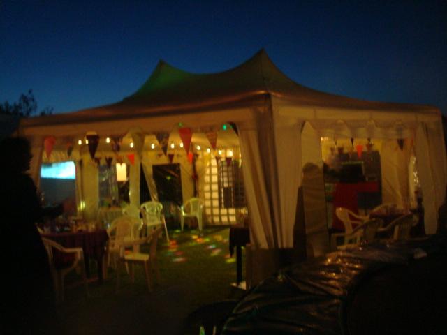 ディスコ化したテント