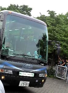 多摩シコ選手バス到着