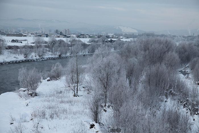 1112寒い日の川01
