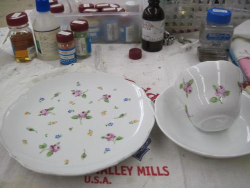 ケーキ皿とティーカップ
