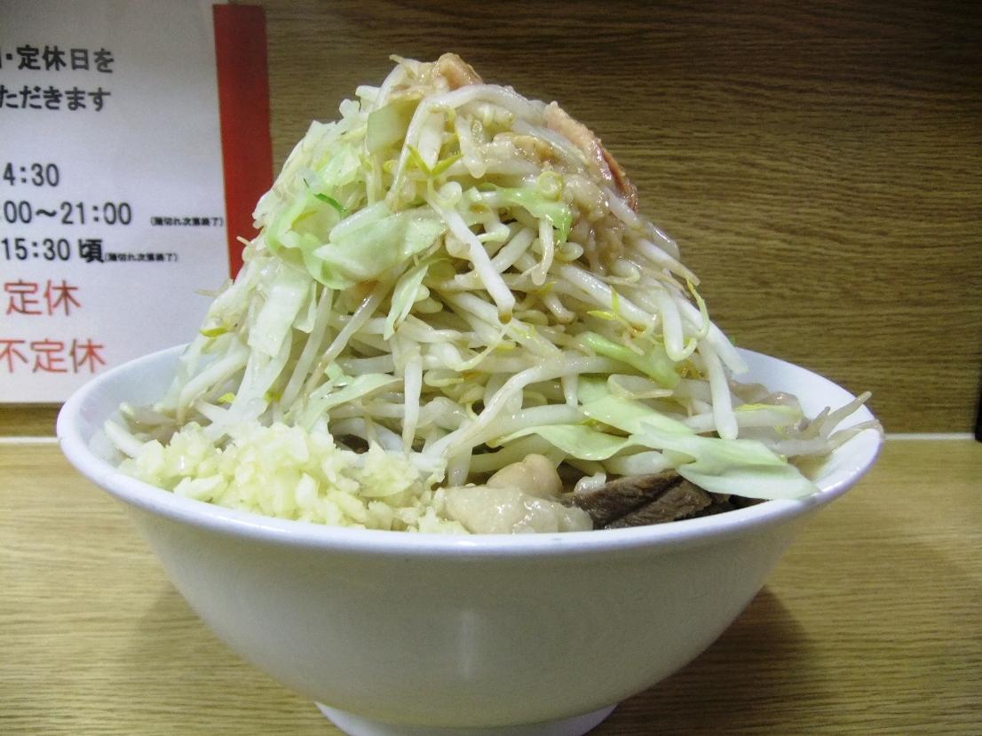 ラーメン二郎 栃木街道店:ラーメン豚入り(ニンニクヤサイアブラ) 11.08.26