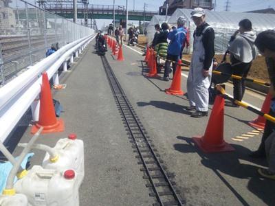 京王線の横を走るミニSL