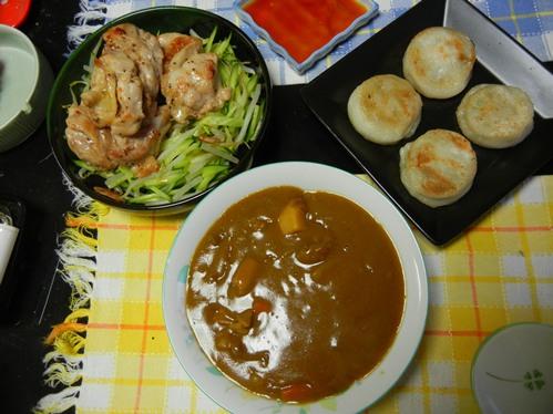 鶏肉ソテーと胡瓜もやしサラダ、ニラ饅頭、カレールー
