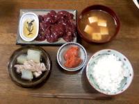 9月8日の晩御飯は鶏レバ刺、ナメコと豆腐の味噌汁、冬瓜と鶏肉の煮物、辛子明太子、ご飯。