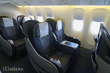 JALのビジネスクラス、エグゼクティブクラス「SEASONS」のシェルフラットシート。