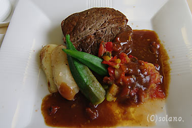 JALビジネスクラス機内食、メインディッシュのステーキ