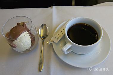 JALビジネスクラス機内食、デザートとコーヒー