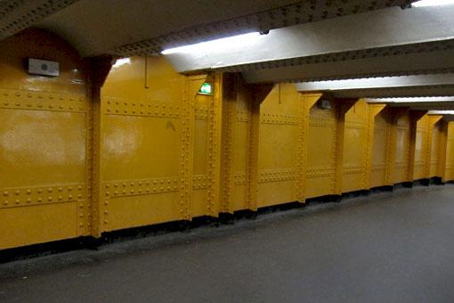 パリのメトロ駅