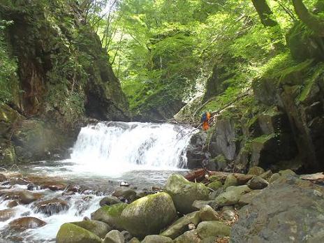 3m幅広の滝