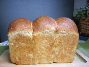 20111025ミルクティー山食byプルーン酵母10