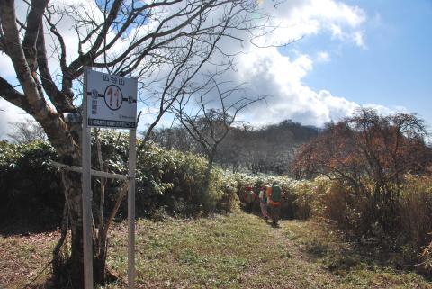 仏谷山より尾根道