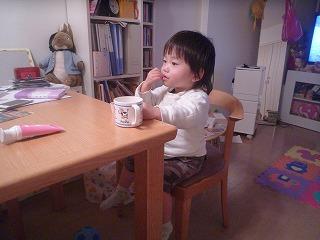 120323_食後のお煎餅 (2)