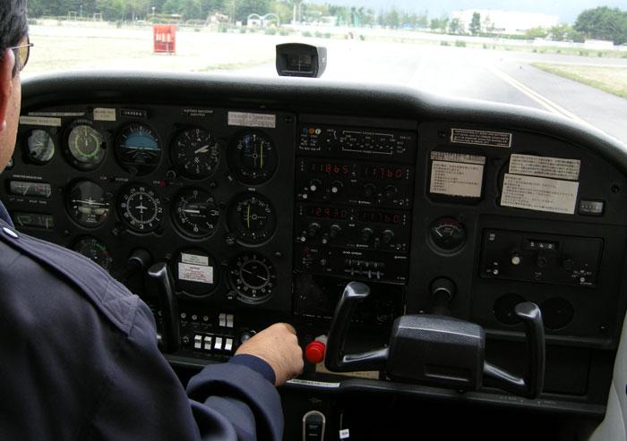 セスナの操縦室