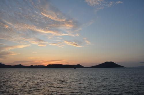 夜明け前の出航
