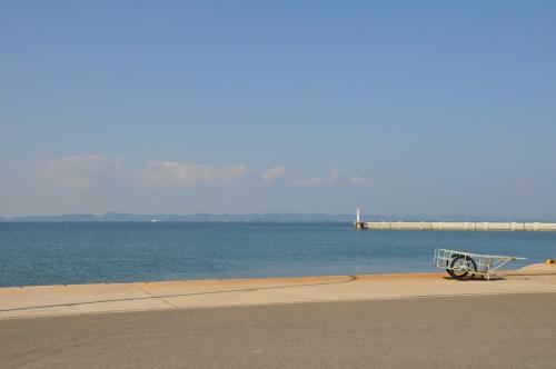 豊島の唐櫃港~向こうは岡山