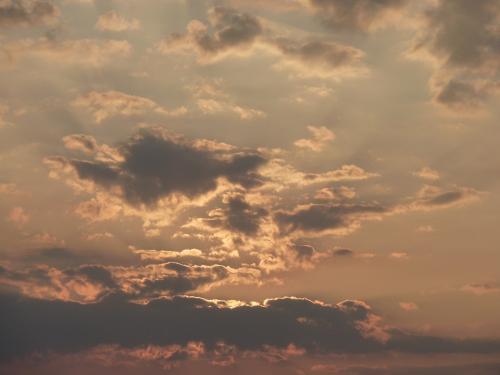 暗雲たなびく夕焼け