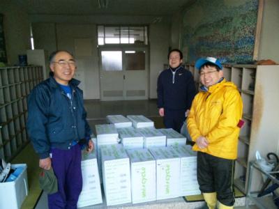 大島小学校に一輪車12台を届けました