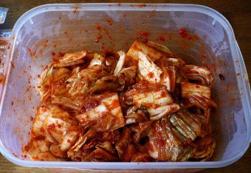 白菜をカットした手作りキムチ