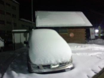 車の上にも雪積もってる