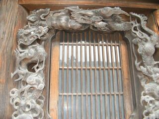 7本殿壁の埋め込み襖