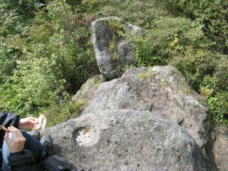 39484146_737293566頂上の巨石の上で