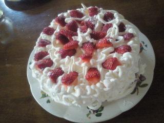 祝い事ではないです、おやつのケーキです(笑)。
