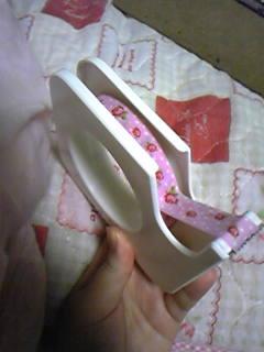 売場用テープ。市販のテープカッターに花柄テープをセット。