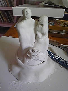 旦那作・粘土部の部活動でやっつけで作った夫妻像。まだ生乾き(笑)