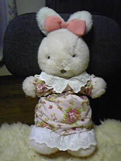 旦那作・嫁ワンピの残り布とレースでウサギさんにお洋服作ってみた。
