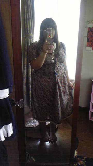 嫁用レトロワンピ・試着。袖はまだ第一段階ですが、これでも立派なお洋服。