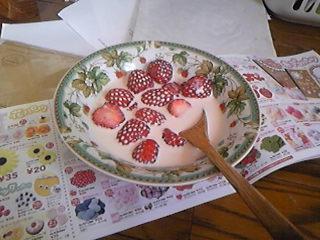 「マリーアントワネット級」と誉れ高い熊本県産苺のイチゴミルク。